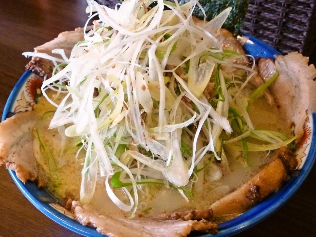 山盛りねぎチャーシュー麺