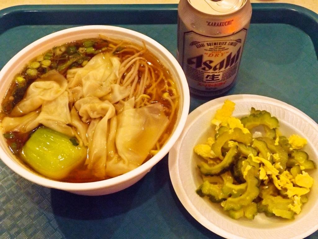 ワンタン麺+ゴーヤチャンプルーにアサヒドライ350缶